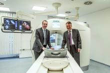 Вляво: Д-р Щефан Шонберг, директор на Института за клинична радиология и нуклеарна медицина в Медицинския университет в Манхайм. Вдясно: Херман Рекуард, изпълнителен директор на сектор Здравеопазване в Siemens